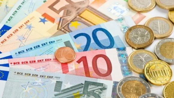 Covid-19, l'euro in moneta trasmette meno batteri delle banconote