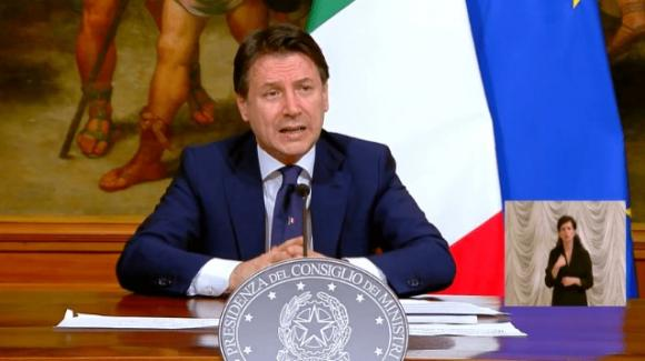 Giuseppe Conte illustra il nuovo dpcm: sì ai funerali, riaperti parchi e giardini pubblici