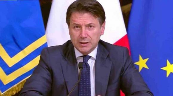 """Coronavirus, Conte: """"Se ami l'Italia mantieni le distanze"""". Ufficializzata la Fase 2"""