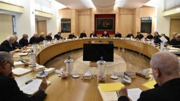 La CEI contro il governo sulla Fase 2: confronto tra posizioni nel mondo cattolico