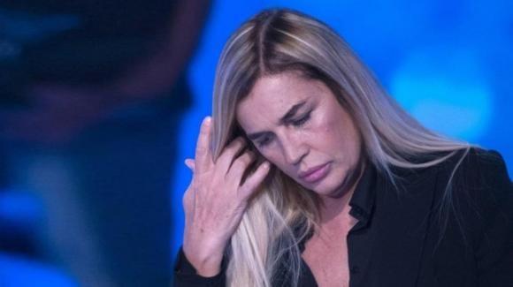 """Lory Del Santo parla dell'emergenza Covid: """"Lasciateci liberi o impazziremo"""""""