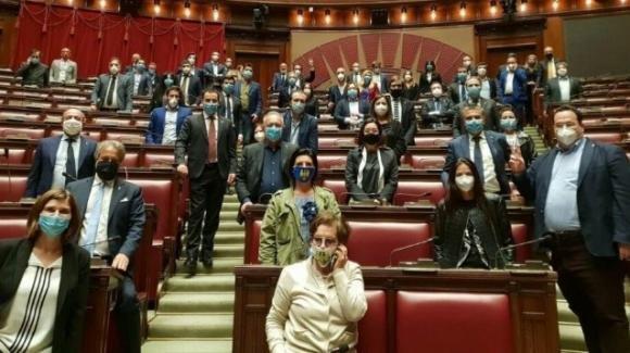 La Lega di Matteo Salvini occupa il Parlamento per avere delle risposte dal governo: ma Fratelli d'Italia è contraria