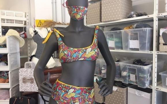 Coronavirus, in arrivo il trikini: il costume abbinato alla mascherina