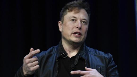 """Elon Musk: """"Le azioni di Tesla sono troppo care"""". Crollo in Borsa in poche ore"""
