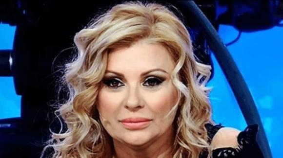 """Tina Cipollari pungente sui Damellis: """"Le corna stanno bene su Giulia"""""""