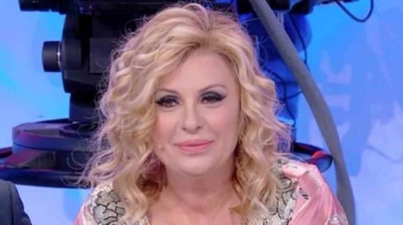 Tina Cipollari parla del legame con Maria De Filippi e dice la sua su Gemma e Giovanna Abate