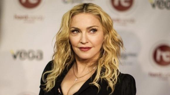 Madonna partecipa alle feste nonostante sia positiva al Covid-19: è bufera