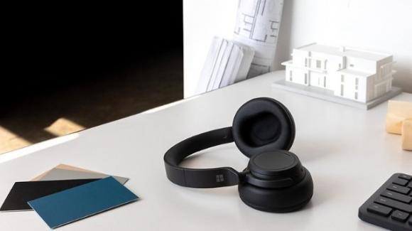 Surface Earbuds e Surface Headphones 2: l'earable è di classe con Microsoft