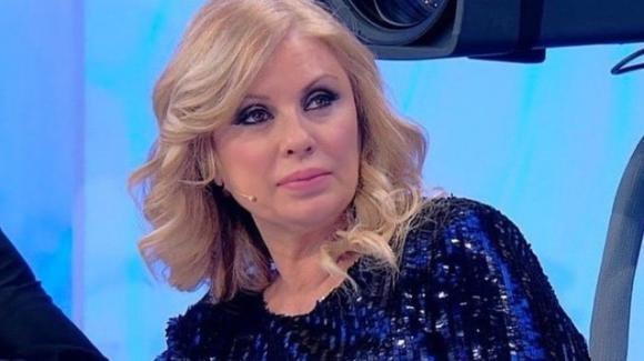 """U&D, Tina spiffera il gesto di Sirius: """"Mi ha messo gli occhi addosso"""". Interviene Maria De Filippi"""