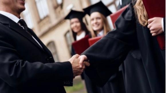 Sesso in cambio di esami all'università: sospeso il professore della Federico II
