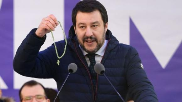 Matteo Salvini e la Lega si astengono sulla ripresa delle messe. Ma a Pasqua aveva chiesto la riapertura delle Chiese