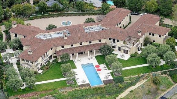 Harry e Meghan vivono a Beverly Hills, in una villa da 18 milioni di dollari