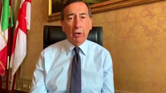 """Beppe Sala parla della folla sui Navigli di Milano: """"O si cambia, o li chiudo nuovamente"""""""