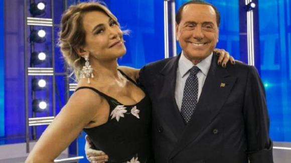 """Pomeriggio Cinque, Silvio Berlusconi si complimenta con Barbara D'Urso: """"Grazie per gli ascolti che riesce a ottenere"""""""