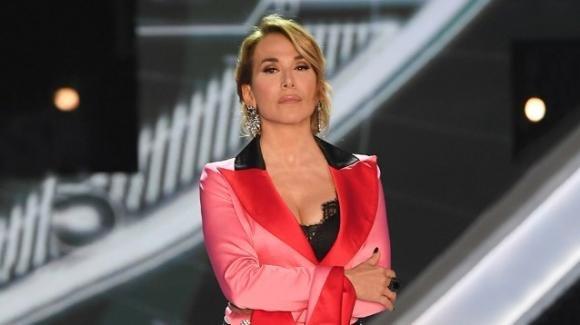 """""""Pomeriggio 5"""": Barbara D'Urso furiosa in diretta a causa dell'assembramento ai Navigli"""