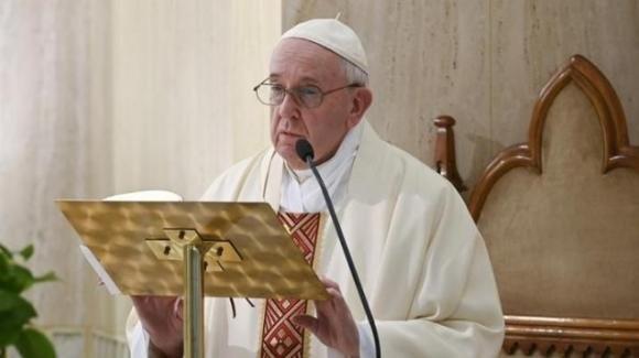 Papa Francesco: la pace di Gesù è aperta al Cielo. Prega per gli infermieri