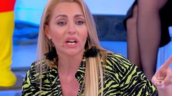 """Uomini e Donne, Veronica Ursida non convince Gianni Sperti. Lei: """"Preoccupata per mio figlio"""""""