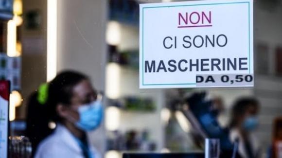 """Coronavirus. Mascherine a 50 centesimi anche in tabaccheria, il commissario Arcuri: """"Stiamo facendo la nostra parte"""""""