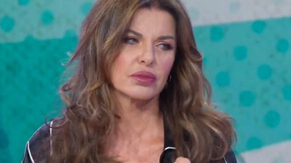 """Vieni da me, Alba Parietti si sfoga sul caso Coronavirus: """"Ho ricevuto minacce"""""""