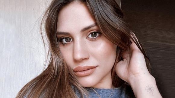 Beatrice Valli criticata sul web, lei si difende e risponde a tono