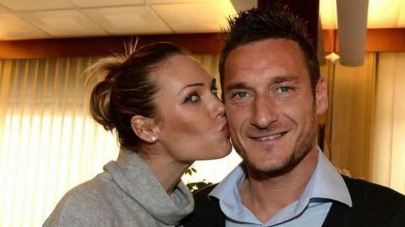 """Scenata di gelosia di Ilary Blasi a Francesco Totti: """"Ma la segretaria non era anziana?"""""""