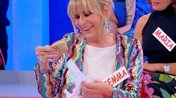 U&D, per Gemma arriva un regalo da parte della mamma di Nicola. La Galgani si commuove e Maria De Filippi interviene