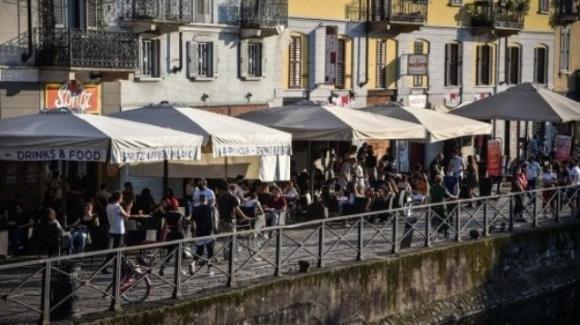 Distanziamento sociale e movida: a Milano con l'inizio della Fase 2 nasce lo scontro