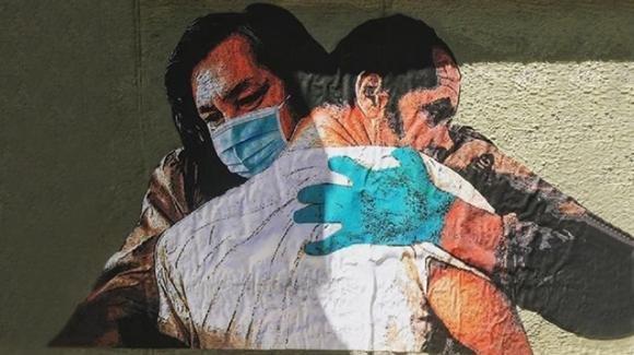 Spallanzani, un murale per tutti gli abbracci non dati a causa del Coronavirus