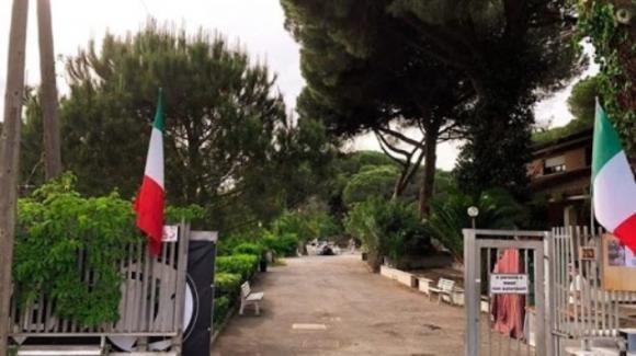 Anpi e centri sociali: insulti e richieste di sgombero alle famiglie italiane di Area 121 ad Ostia