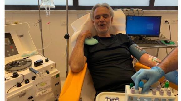 Andrea Bocelli guarito dal coronavirus sceglie di donare il plasma