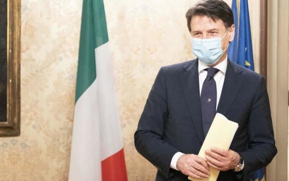 """Il premier Conte afferma: """"L'epidemia è sotto controllo, andremo in vacanza"""""""