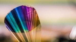 Display a colori plasmonici ispirati alle ali delle farfalle: quando ad illuminare lo schermo è l'ambiente esterno