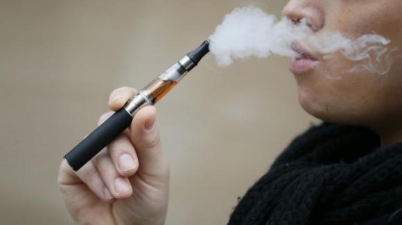 Le sigarette elettroniche potrebbero favorire la parodontite