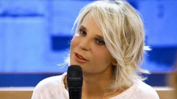 """""""Striscia la Notizia"""", Maria De Filippi rifatta? Il TG satirico mostra la sorprendente verità"""