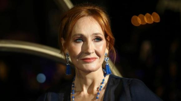 J.K. Rowling si difende dalle accuse di transfobia rispondendo con un saggio