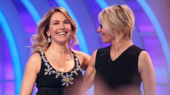 """""""Live – Non è la d'Urso"""", la conduttrice difende Maria De Filippi"""