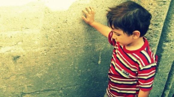 Arzachena (Sassari), bambino segregato in casa e picchiato dai familiari