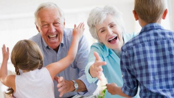 Bonus baby sitting, possibilità di pagare anche i nonni