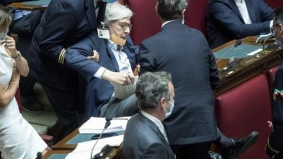 Caso Palamara, bagarre in Parlamento: Sgarbi espulso dall'Aula