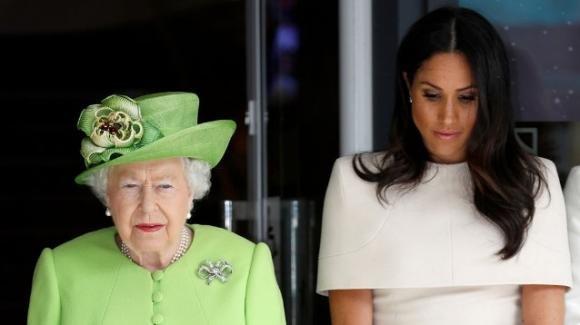 La regina Elisabetta ha usato Meghan per dare alla corona inglese un'immagine multietnica