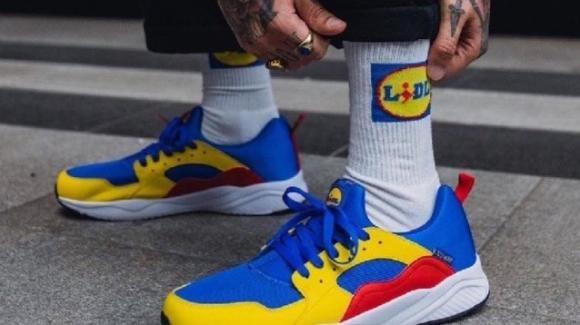 Lidl, le scarpe da 13 euro vanno a ruba: vengono rivendute online a 30 volte il loro prezzo originale