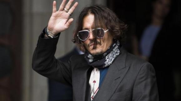 """Johnny Depp in tribunale: """"Ho dato la marijuana a mia figlia 13enne. Atto di un genitore responsabile"""""""