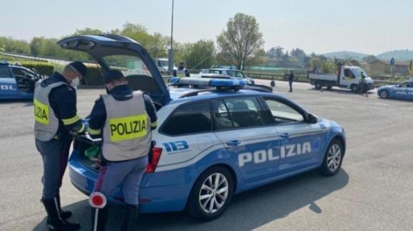 Brescia: alla guida ubriaco, fugge dalla polizia ma finisce la benzina