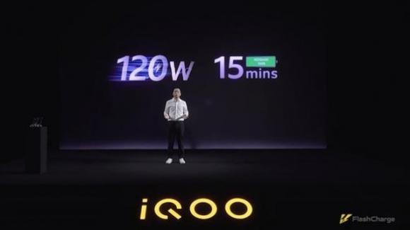 iQOO stupisce tutti, con la ricarica ultrarapida FlashCharge da 120W