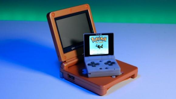 Funkey S: ufficiale la micro-consolle per il retrogaming, in stile Game Boy Advance SP