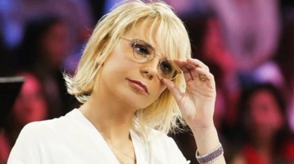 """Maria De Filippi sbarca su Rai 1 e subito è polemica: """"Umiliate le conduttrici Rai"""""""