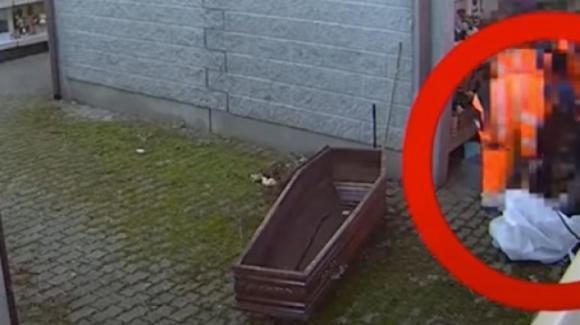 Roma. Dipendenti dell'A.M.A. sezionano cadaveri per intascare i soldi delle cremazioni
