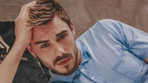 Francesco Monte rivela il suo amore per la musica e per la fidanzata Isabella