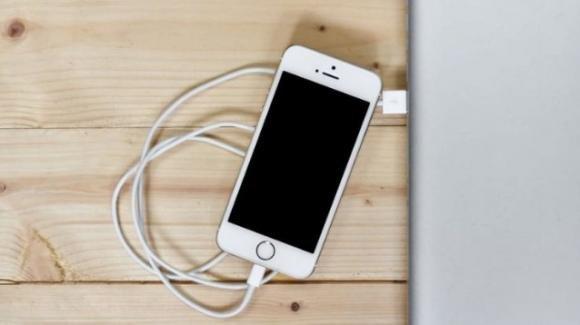 iPhone: l'ultimo aggiornamento software introduce nuovi problemi alla batteria
