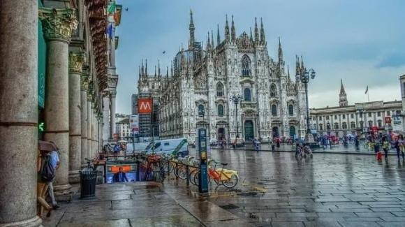 Bomba d'acqua si abbatte sulla città di Milano